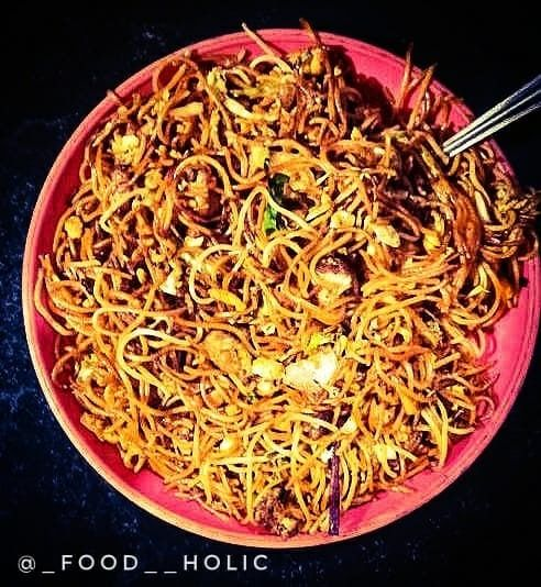 Chowmein 🤤❤ Picture Courtesy goes to @happypixel_ . . Tag us @_food__holic to get feature on my story . . Follow @_food__holic ✅ . . .