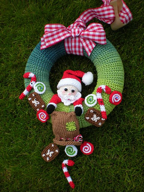 Santa Claus wreath pattern by Petra Herrmann | Weihnachtskranz ...