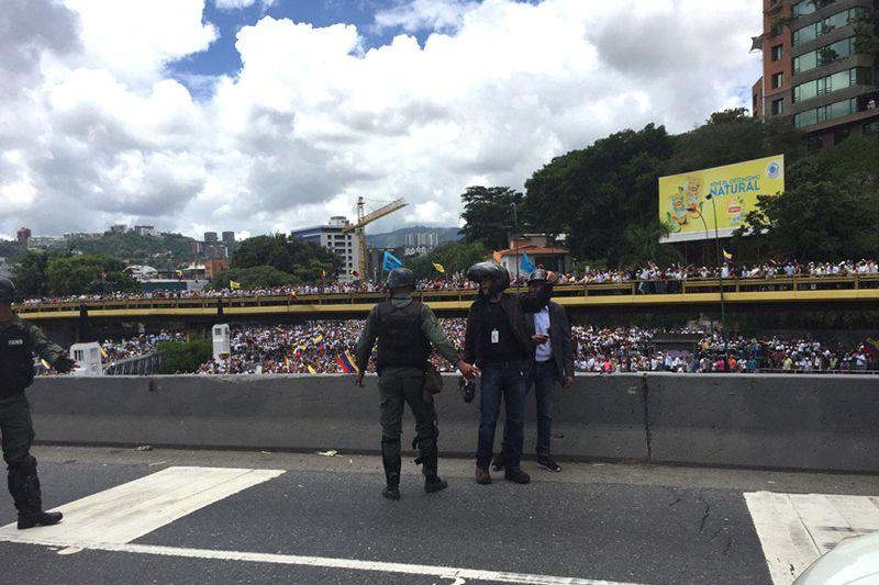 Funcionarios de la Guardia Nacional Bolivariana lanzaron bombas lacrimógenas…