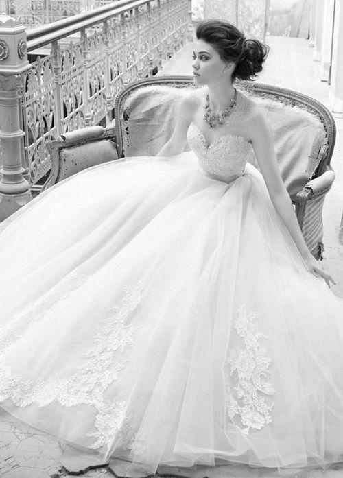 hermoso vestido de boda del diseñador lazaro | wedding bells
