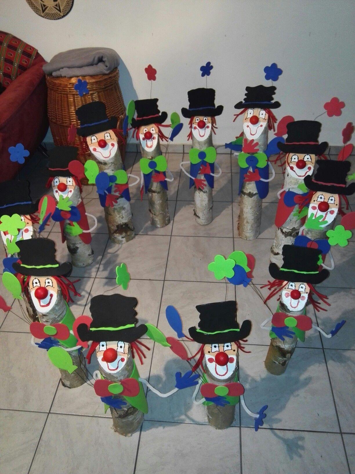 Holz Baumstamm Deko Moosgummi Karneval Clown Birkenstamm Oben Anschrägen,  Mit Acrylfarbe Ein Clownsgesicht Drauf Malen