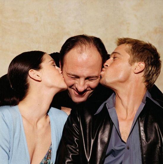 "Julia Roberts, James Gandolfini and Brad Pitt on the set of ""The Mexican"" (2001)"