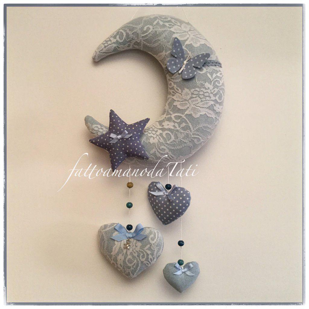 Photo of Fiocco nascita luna in jeans e pizzo con cuori e stella sui toni azzurri