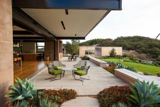 Stein Terrasse Gartenmöbel Sukkulenten niedrig Ideen rund ums - moderne holzterrasse idee auseneinrichtung