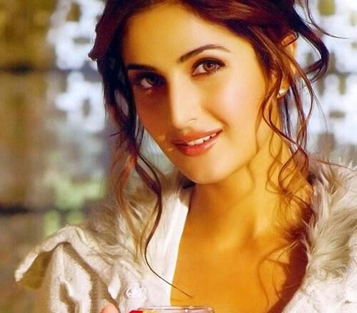 Pin By Shyal Nand On Katrina Kaif Katrina Kaif Biography Katrina Kaif Wallpapers Katrina Kaif