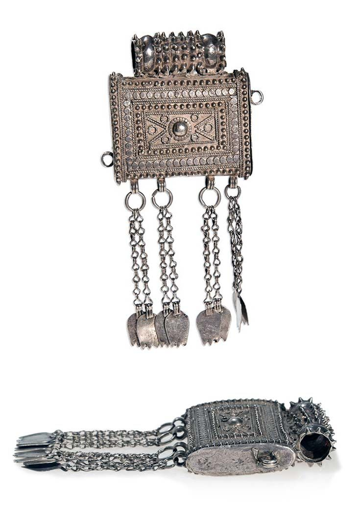 Oman | Amulet pendant; silver.  H:  15 cm.  123 grs.  | ca. 19th - 20th century | 288€ ~ sold (May '14)