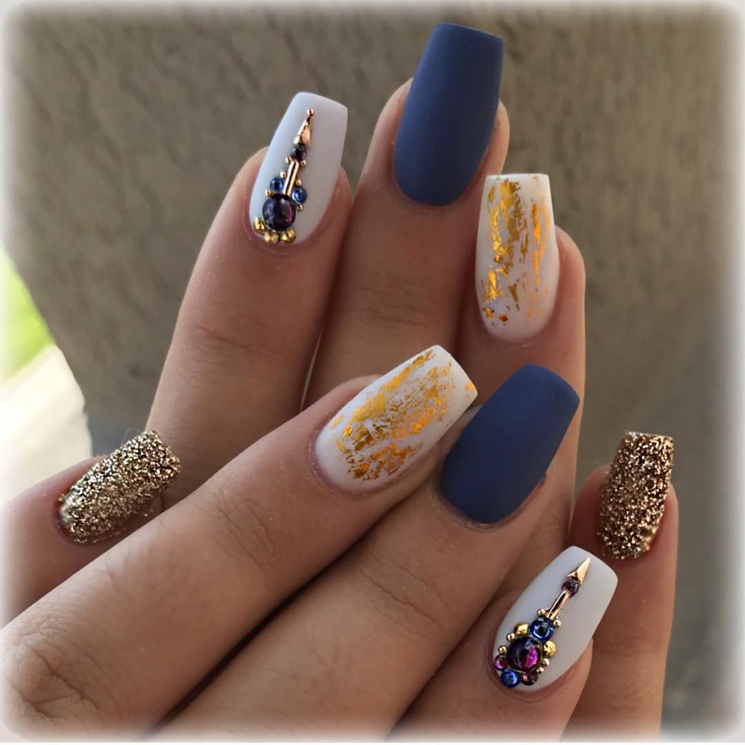 #nails #instanails #glitternails #naillove #nailstagram #uñas #uñasacrilicas #gold #instanails #naillife #nailsby_jb #prettynails