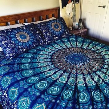 Queen-sized mandala bed covering and pillows, roundie ...