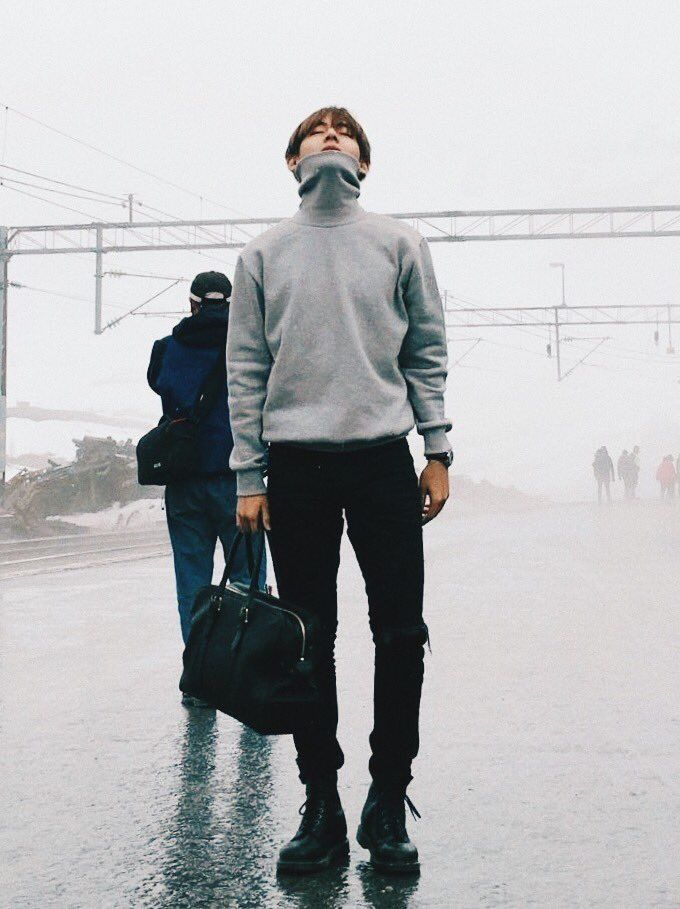 taehyung-outfit-gris