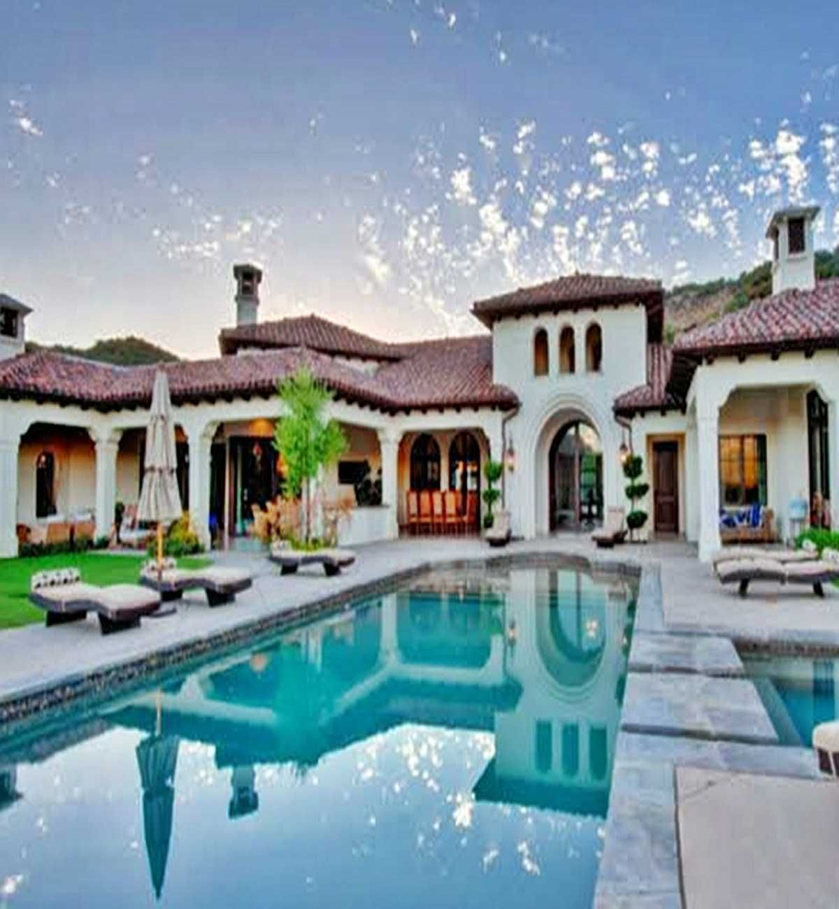 44 Best Scandinavian Style Home Exterior Design Trends 2020 Spanish Style Homes Mediterranean House Designs Spanish House