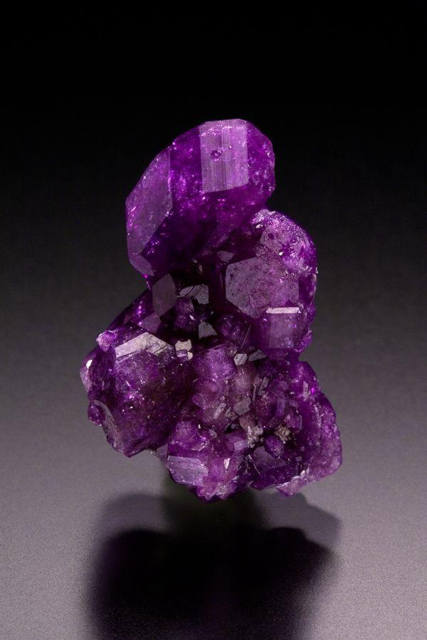 libutron: Vesuvianite | ©Key's Mineral Collection Jeffrey Mine, Asbestos, Quebec, Canada.