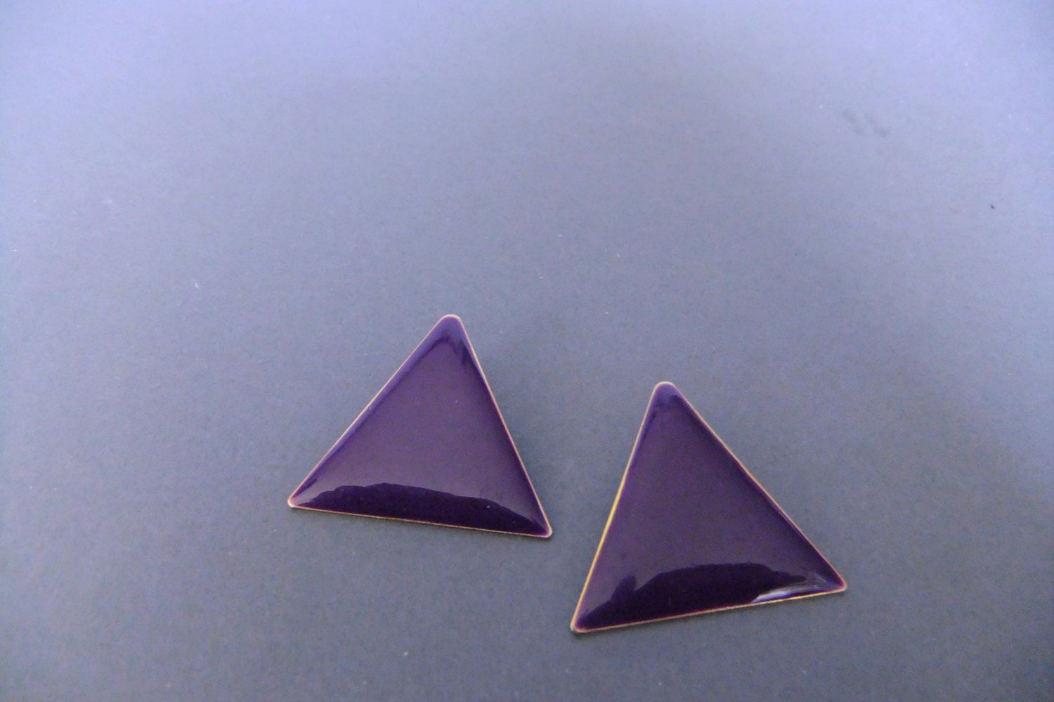 purple triangle earrings, vintage 70s earrings, studs, minimalist jewelry earrings, costume jewelry by vintage2049 on Etsy
