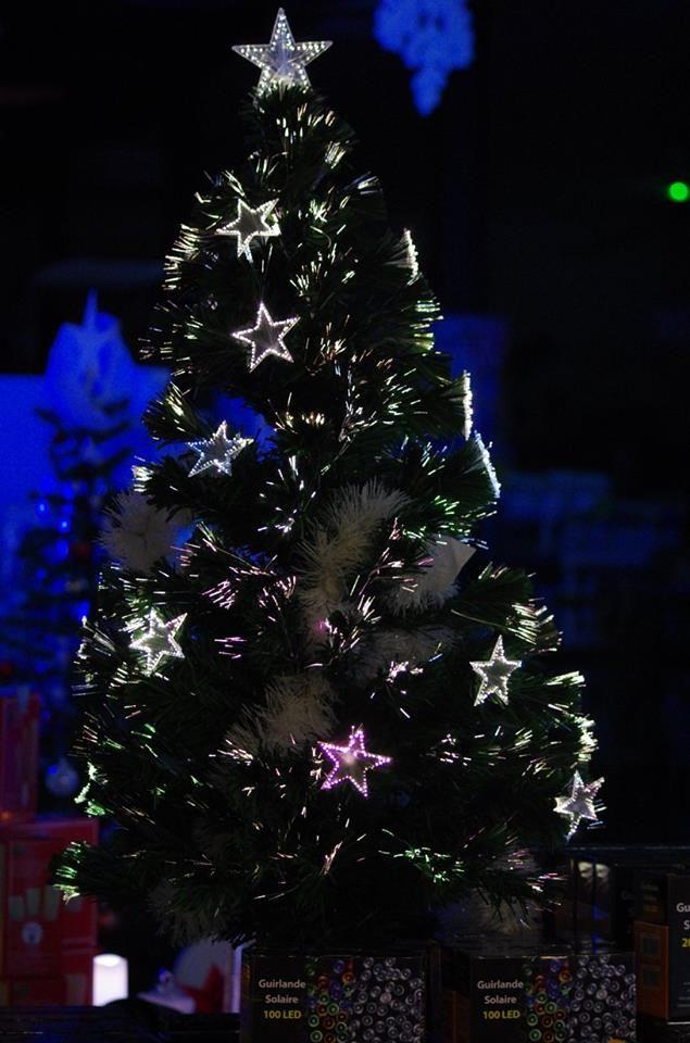 sapin de #noël en fibre optique avec étoiles lumineuses et cimier