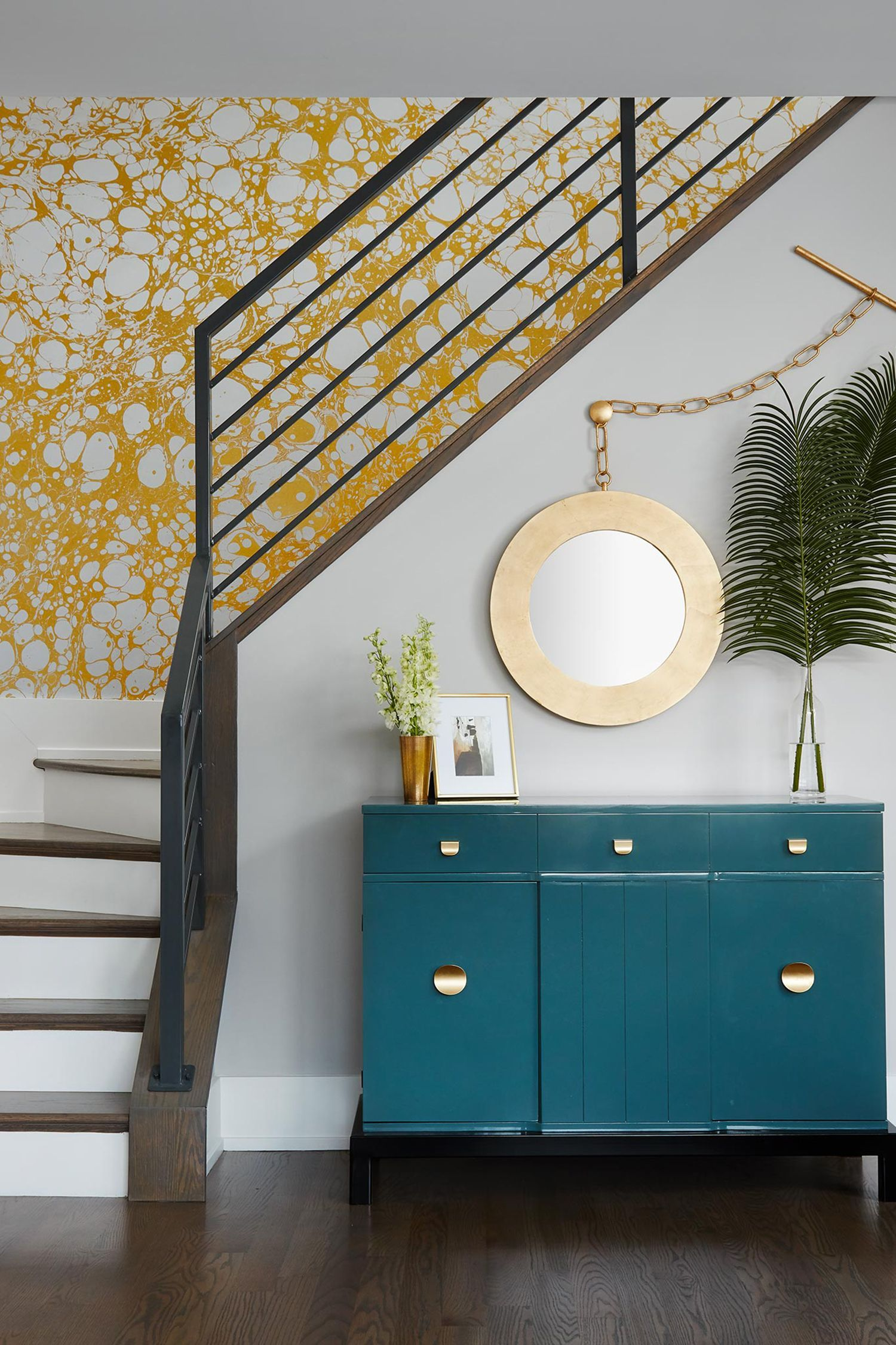 8 Ways to Give Classic Décor a Modern Update   Stairs in ...