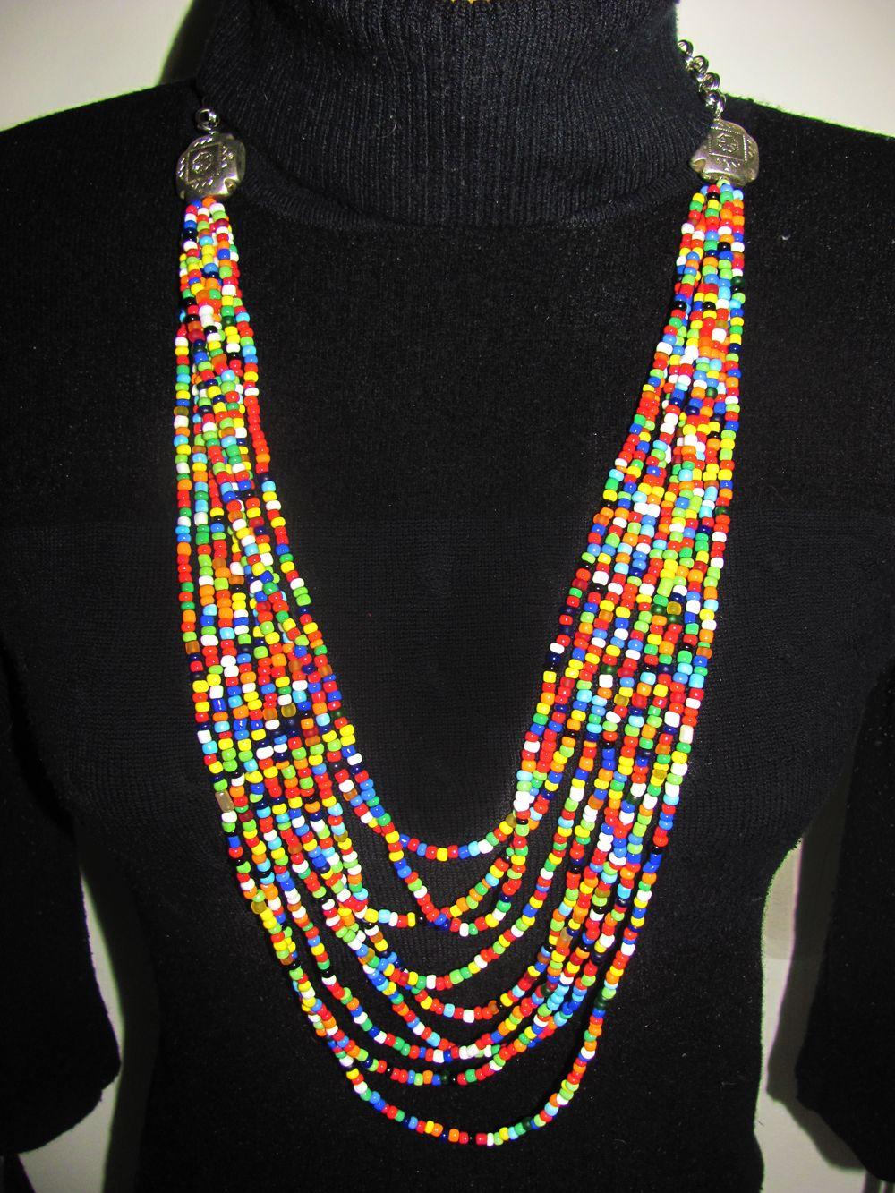98c5b500cb8c Collar de colores elaborado a mano chaquiras.