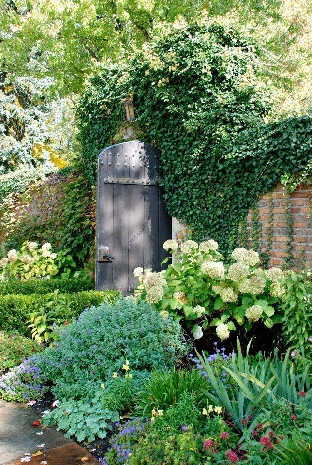19 Best Vintage Garden Decor Ideas And Designs Vintagetopia Beautiful Gardens Vintage Garden Decor Cottage Garden