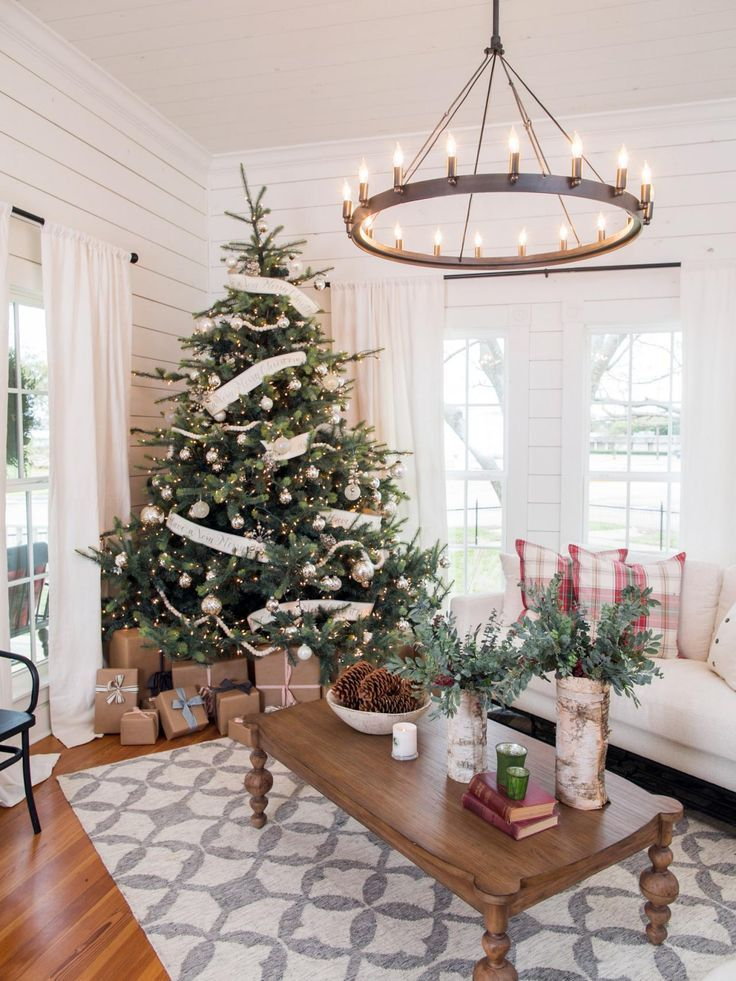 Farmhouse style Christmas tree from Fixer Upper Holiday
