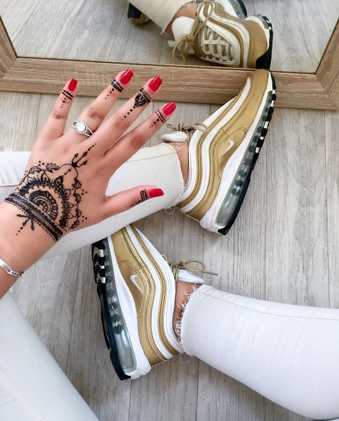 Nike Air Max 97 in goldweiß Foto: nawellleee |Instagram