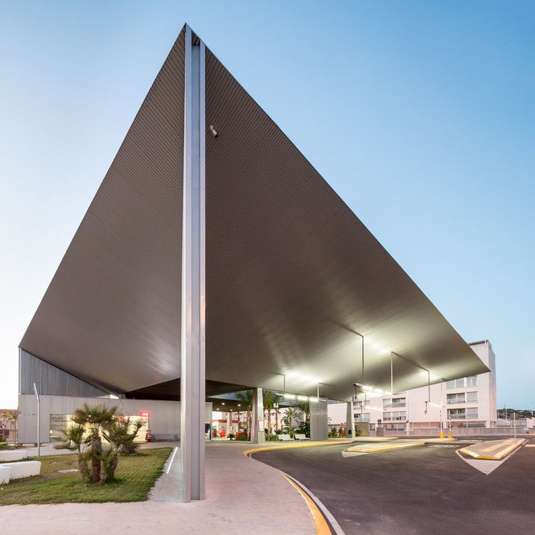 Bus Station in Santa Pola / El Che by Manuel Lillo + Emilio Vicedo