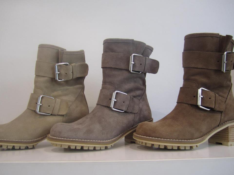 Tengo estas botas, en color marrón y en negro y son de la marca Andreas. Éste ha sid mi calzado estrella del invierno. Lo que más me gusta de este calzado es la medida de la caña de la bota y el tacón porque es una medida ideal para ir un poco alt pero no morirte de dolor de pies, además son comodisimas