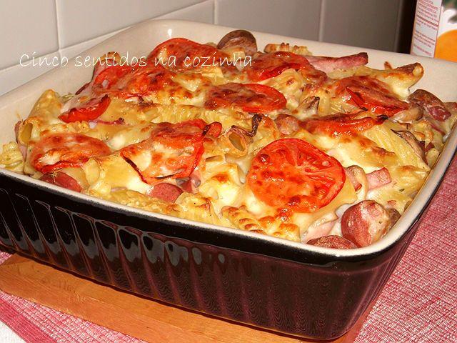 Cinco sentidos na cozinha: Massa gratinada no forno com fiambre de frango,salsichas de aves, cogumelos e mozzarella