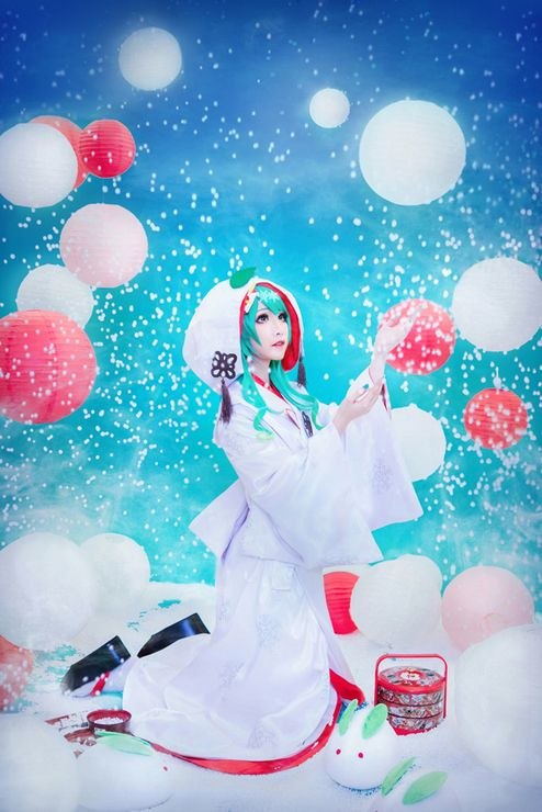 Hatsune Miku~ this is a beautiful cosplay