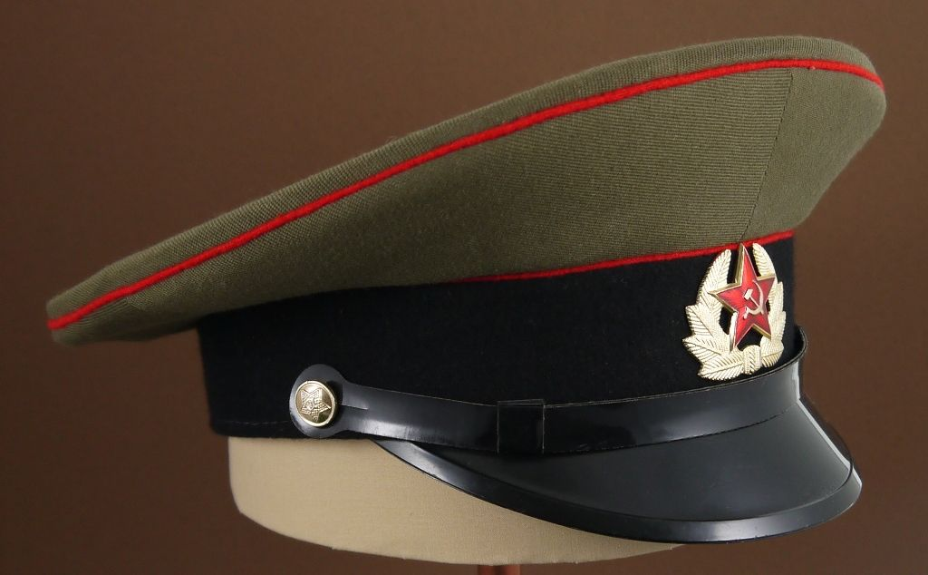 9089eac48fb 1969-1991 Soviet Army enlisted tankmen   artillerymen   engineer s service  uniform visor cap