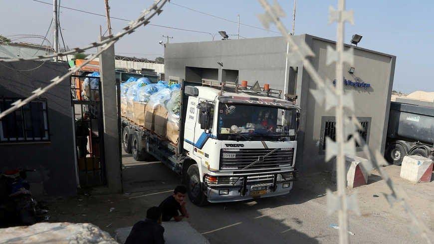 خاص آلاف التجار وادخال إطارات السيارات تسهيلات جديدة لغزة هل هي رائحة اتفاق هدنة من المقرر أن تقدم سلطات الاحتلال جملة من التسهيلا Street Scenes Street View