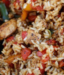Easy Cajun Chicken and Rice #cajundishes