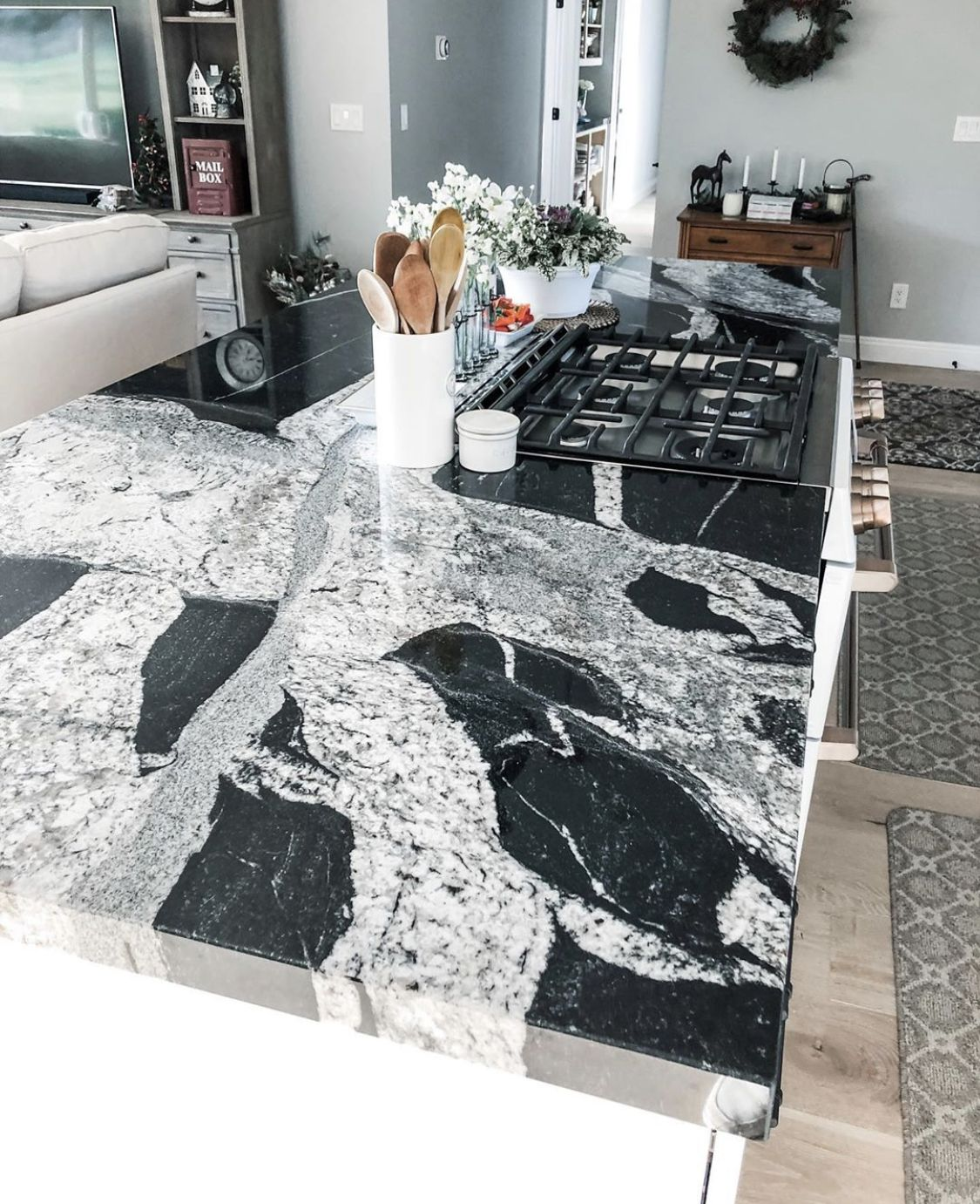 Rocky Tops Custom Countertops Granite Countertop Chattanooga At Rocky Tops Is The Best Choi In 2020 Custom Countertops Engineered Stone Countertops Granite Countertops