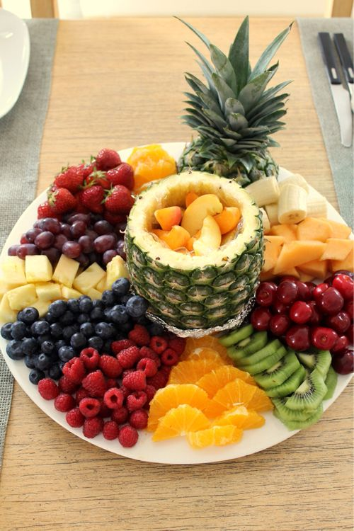 This looks sooo good I have to prepare a fruit platter JUST LIKE THIS at least once this summer! #freshfruit #healthy it's all in the presentation!! More