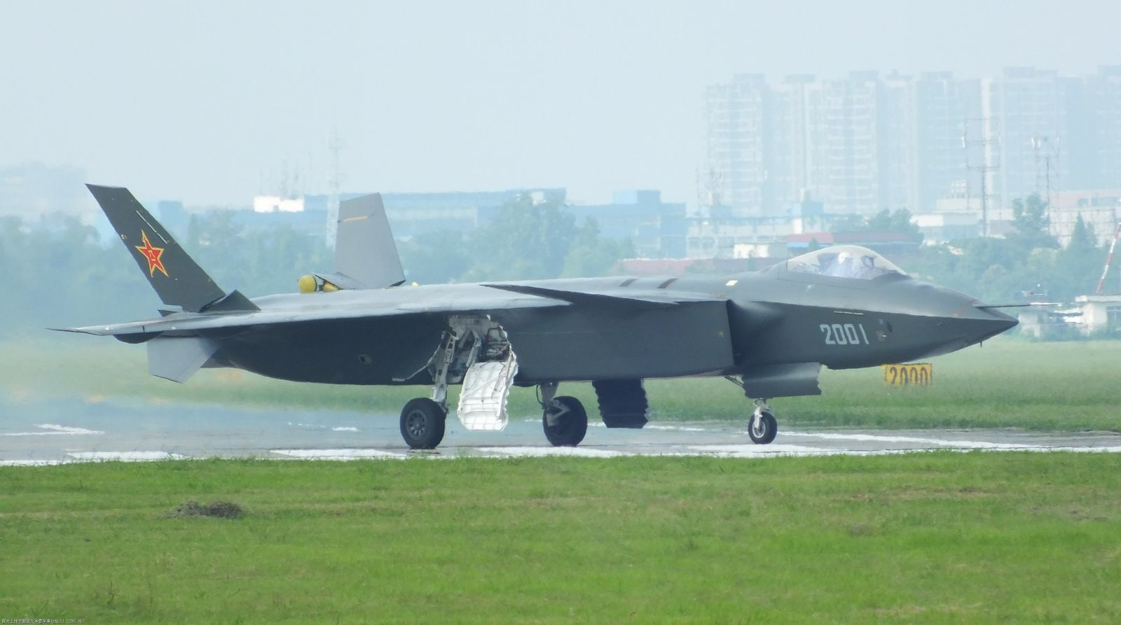 Observers cannot reach a consensus on J-20's primary role.