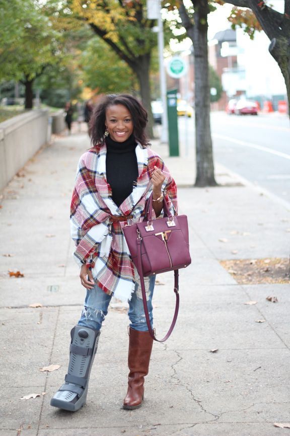46ced80c0 Trying to stay fashionable on crutches and wearing a boot Vida Fashionista,  Fall fashion, style, what to wear, blanket scarf, outfit ideas