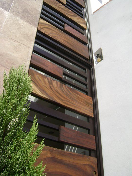 Herrer a y madera fachada pinterest doors for Exterior window grill design
