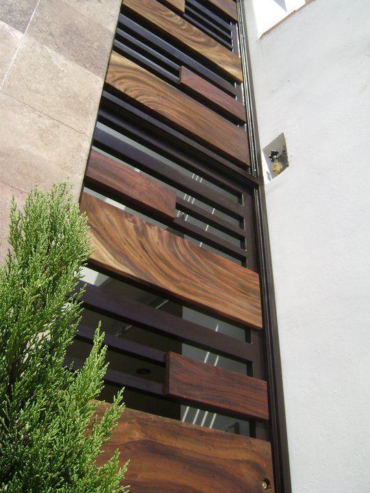 Herrer a y madera exterior pinterest herrer a for Puertas de madera con herreria