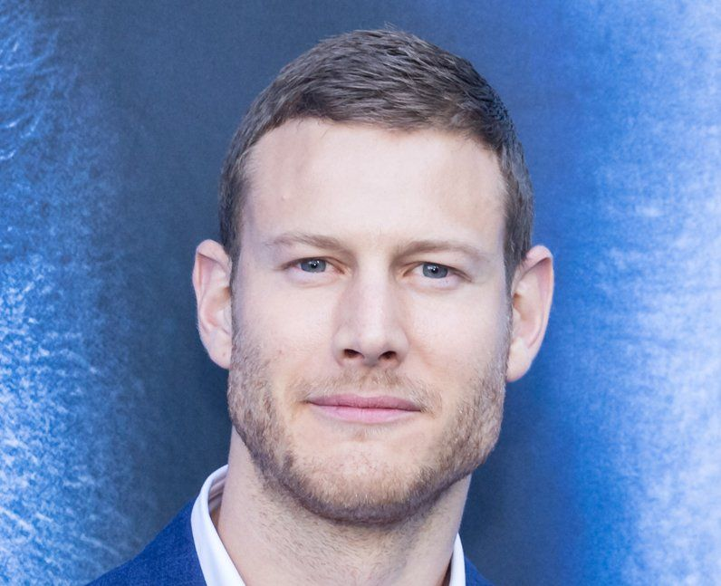 Tom Hopper 13 Facts About The Umbrella Academy Star You
