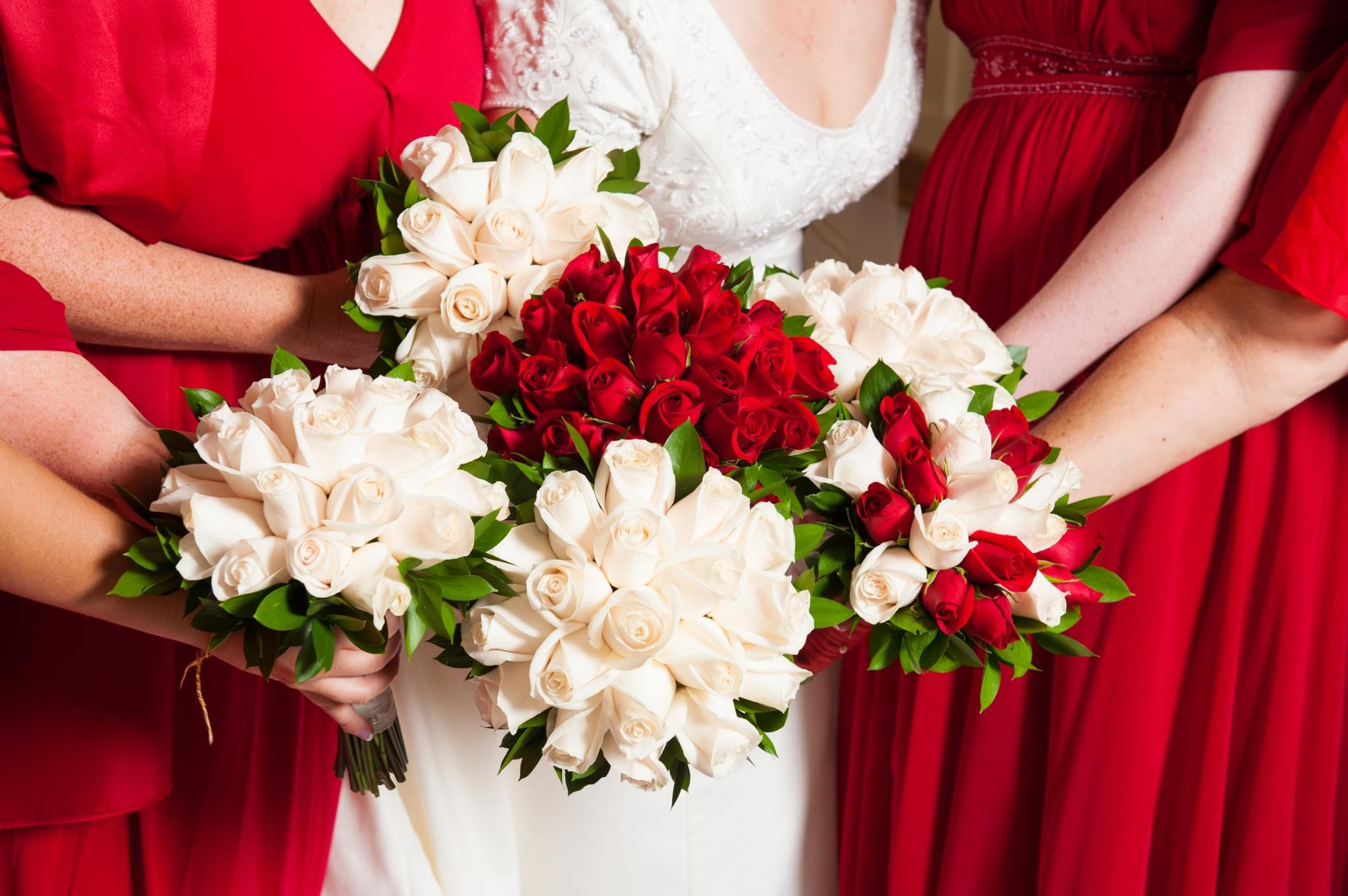 Bride and bridesmaids with matching wedding bouquet colors ...