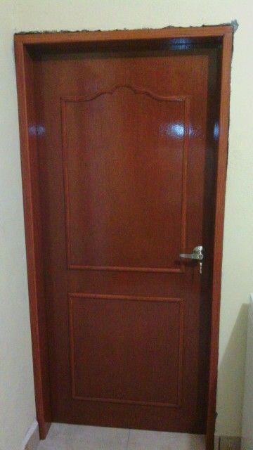Puerta de tambor con vistas de madera tono cedro my for Puertas para recamara economicas