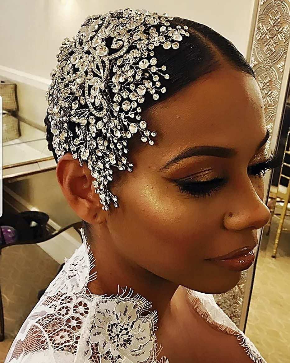 Our glam and gorgeous bride rocking her custom crystal headpiece from Bridal Styles Boutique. #bridalheadpieces