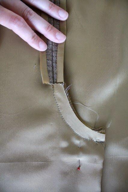Entre Linhas, Agulhas, Papéis e Tecidos: Acabamento Fino para Saias