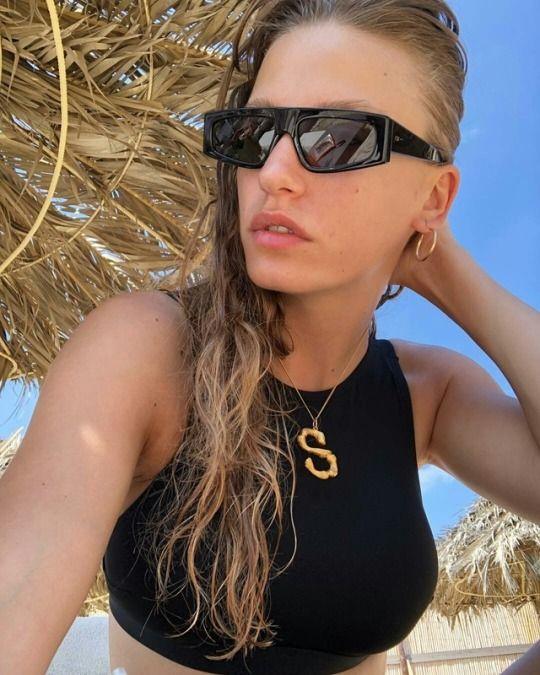 ef474d30a3a5 Serenay Sarikaya in Dior Power sunglasses Star Tv Series