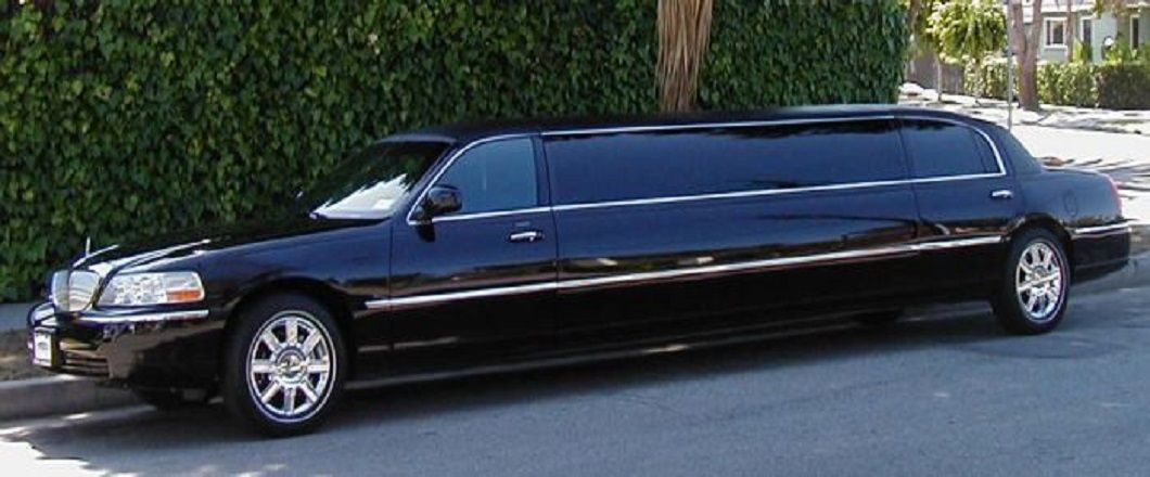 Hire The Best Limo Service Provider Worth For Your Money Town Car Service Limo Chauffeur Service