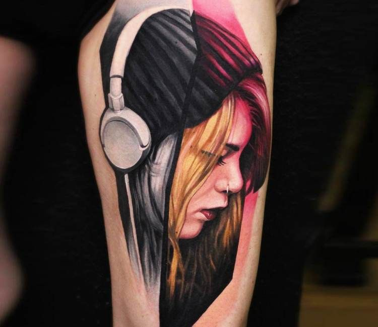 7883ebaf3 Girl with Headphone tattoo by Dave Paulo   Best tattoos   Headphones ...