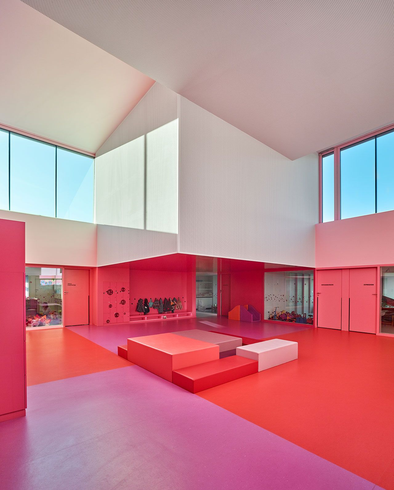A colourful children s castle in buhl france by for Innendesign schule