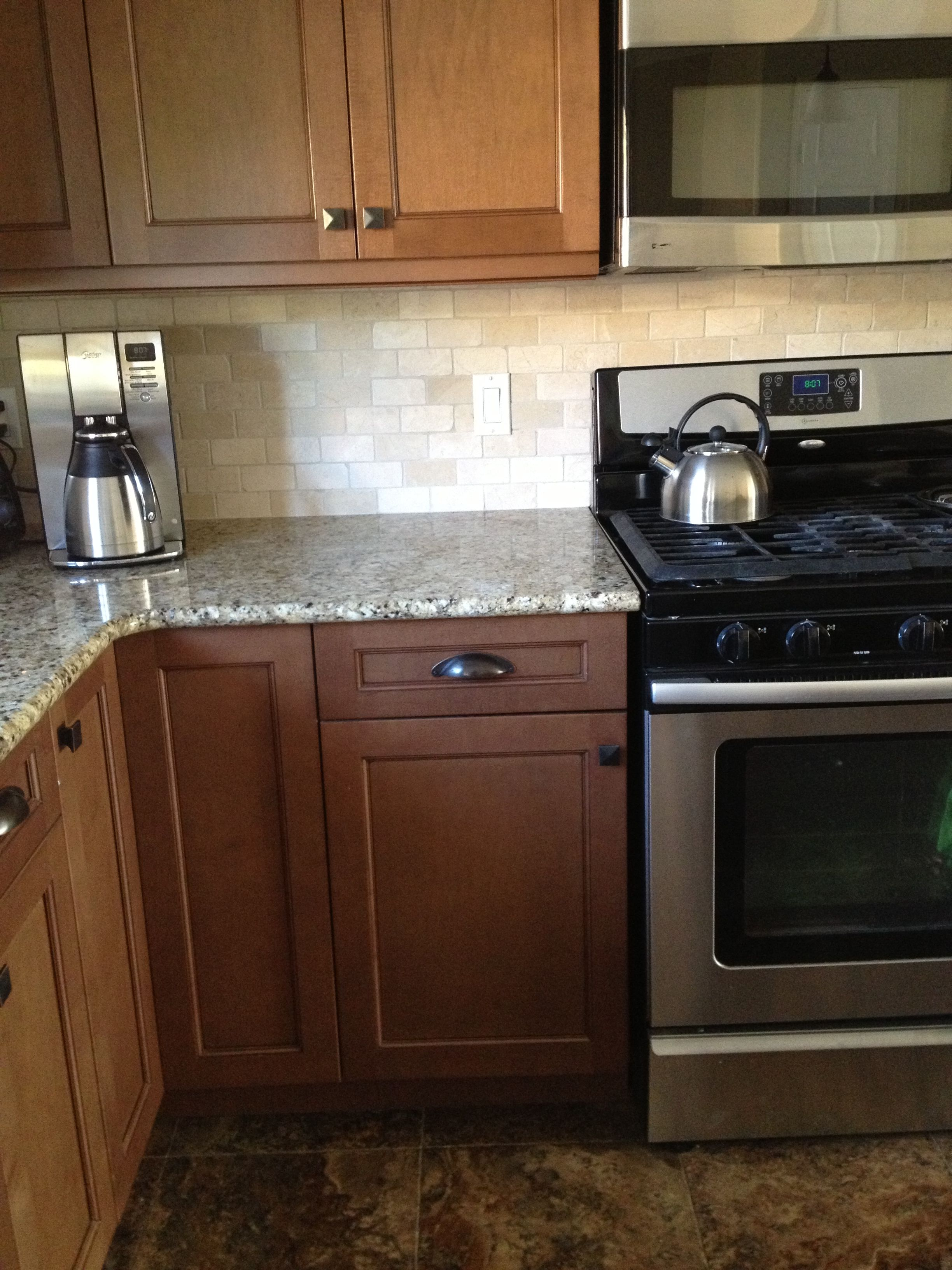 Toffee with Mocha Glaze Maple cabinets, stone backsplash ... on Maple Cabinets With Backsplash  id=61361