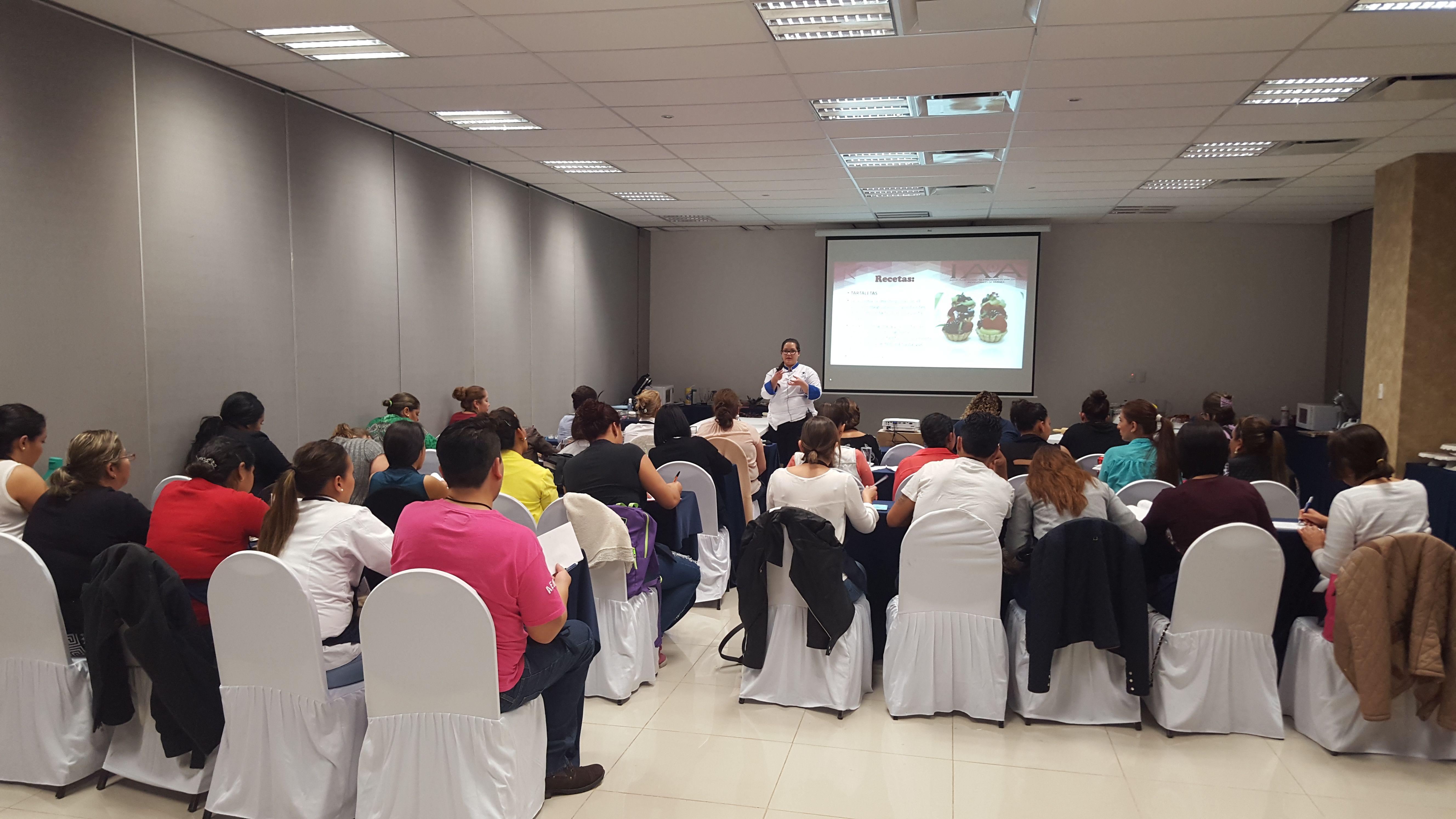 Sesionando en Morelia Curso de Barra de Postres