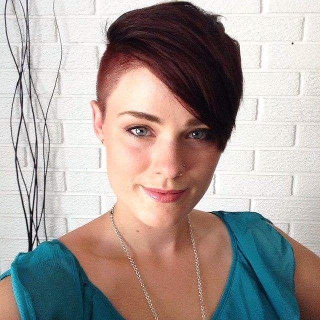 Short Hair Beauty : Photo