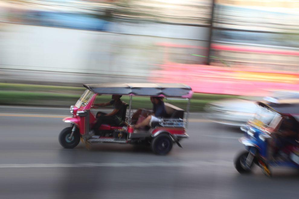"""En nuestro #artículo """"Guía de viaje en Tuk tuk"""" te damo recomendaciones para que sepas usar este #transporte del #SudesteAsiatico #Tailandia #India #SriLanka"""