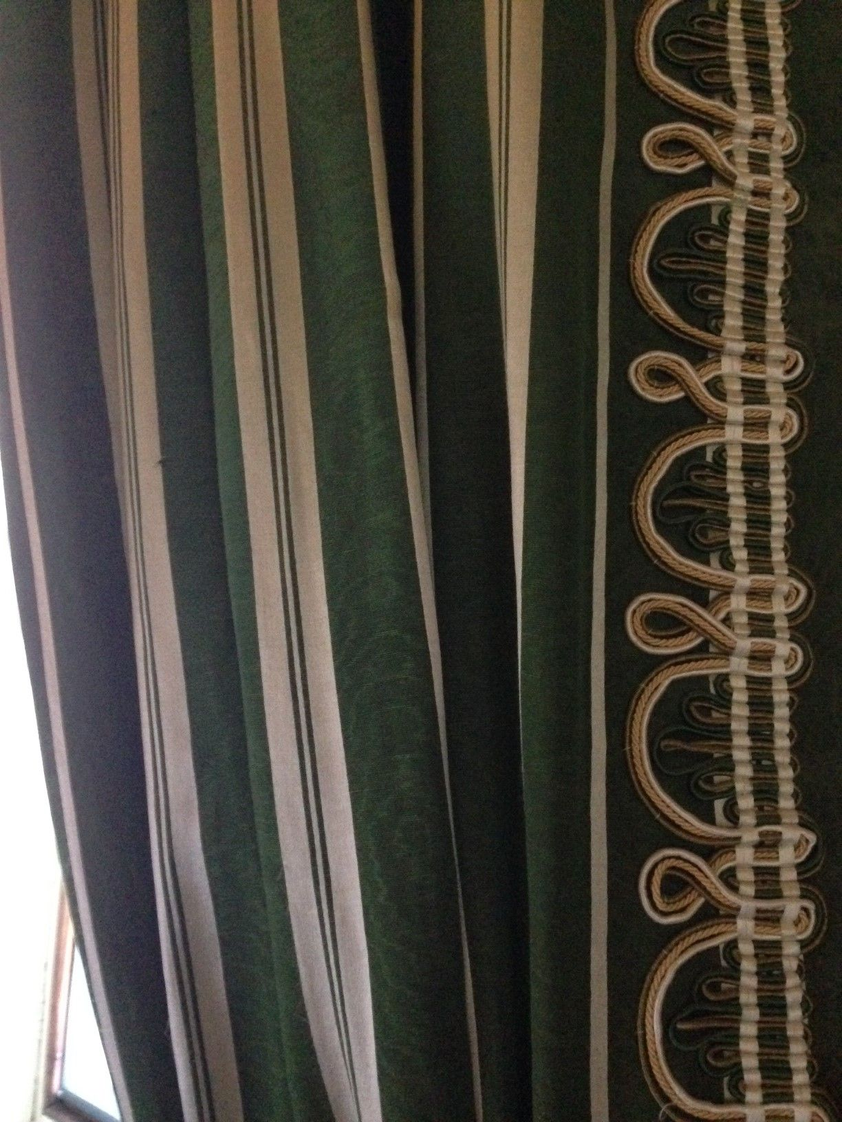 Chatsworth House Private Area: Chatsworth House. Deep Green And Silver Narrow Woven