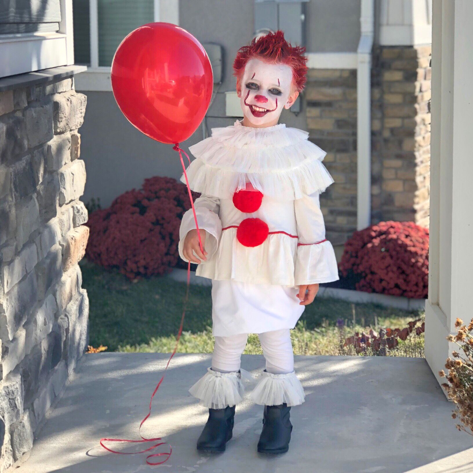 Pennywise costume kids. It clown Scary kids halloween